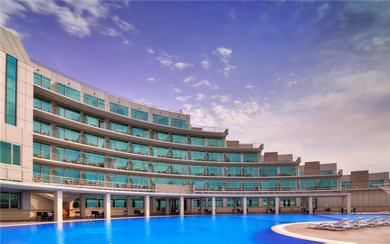 Ramada Baku by Wyndham 5*